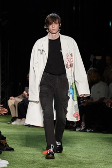 6c96cab7de Maintaining a structured and industrial look that runs over wide denim  trousers and T-shirts, Virgil Abloh's personal brand Off-White brings  flashes of ...