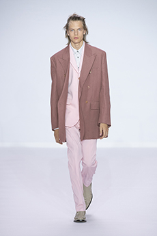 81c5119071 Oversized suits in dusty colors from pink to sage. Beautiful double  breasted elongated blazers worn just buttoned at the inner side, leaving  the wide lapels ...