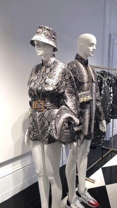 """In the show notes Donatella Versace mentioned how this collection takes  into account the free spirit of Versace s men. """"These are men who do not  care about ... b3ebd22592e"""