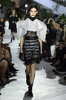 bf9d4e438a49 www.louisvuittion.com. Fashion